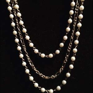 Jewelry - Silver & white bead necklace